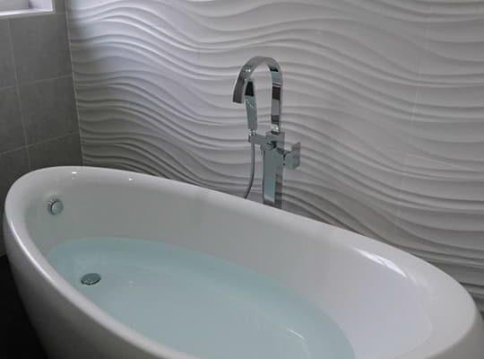 FB-bath-wavy-tiles